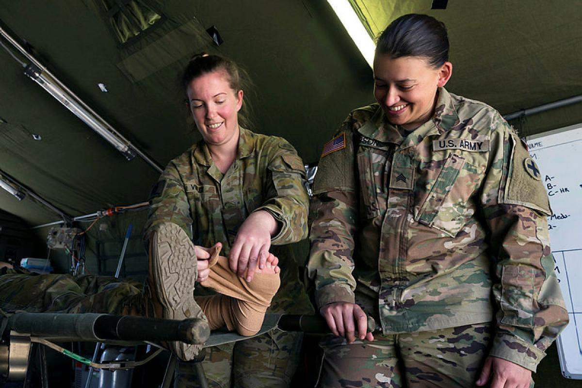 Australian Army medic Corporal Kristen Vilder and US Army medic Sergeant Michelle Parson train together on the treatment of venomous snake bites. Photo: Corporal Tristan Kennedy