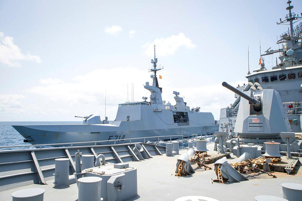 HMAS Toowoomba conducts manoeuvres with French Navy frigate FS Guepratte in the Arabian Sea while on patrol in support of Combined Task Force 150. Photo: Leading Seaman Richard Cordell