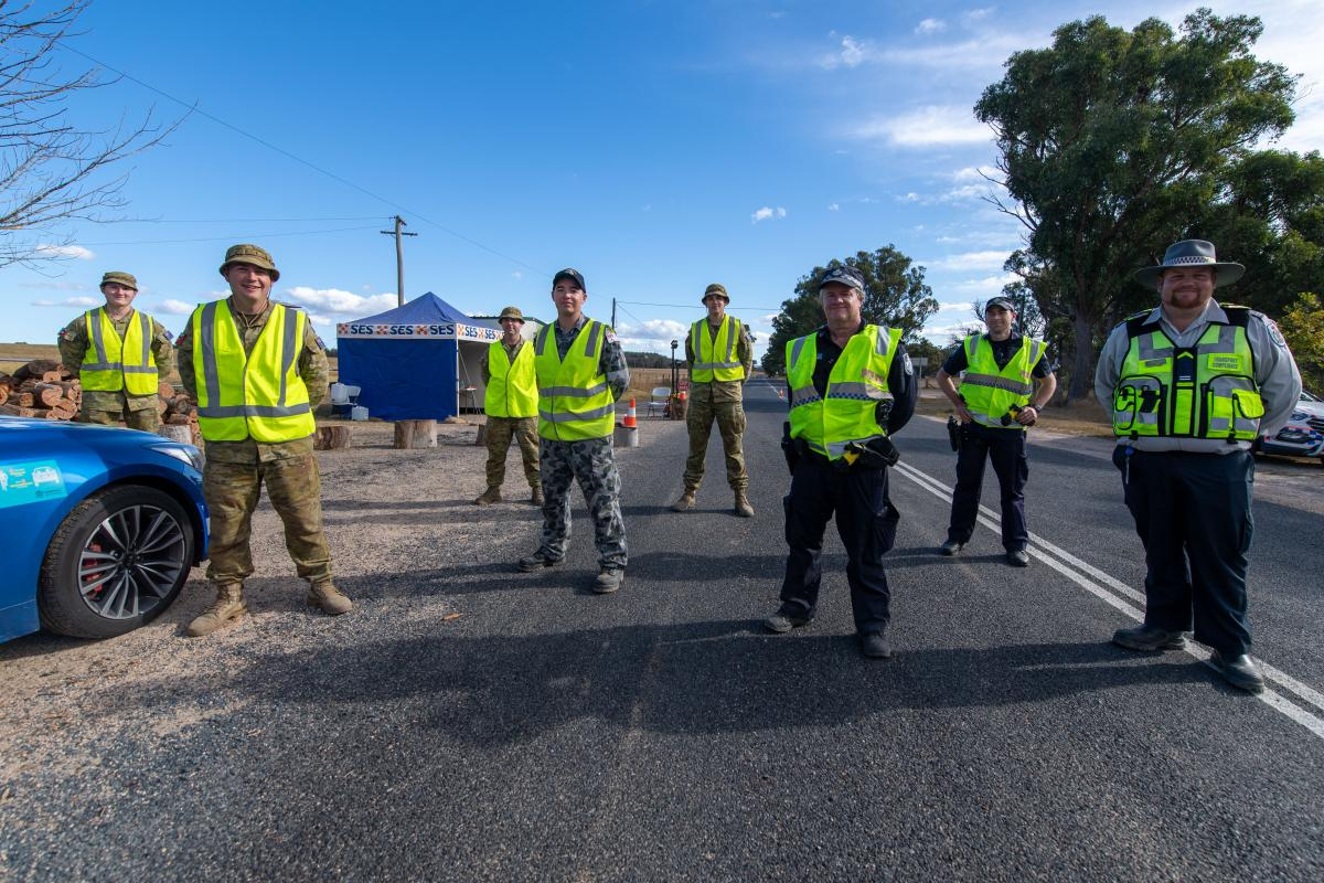 Members of the Defence Force assist Queensland Police Service at a check point on the border of New South Wales and Queensland at Amosfield for Operation COVID-19 Assist. Photo: Trooper Jonathan Goedhart
