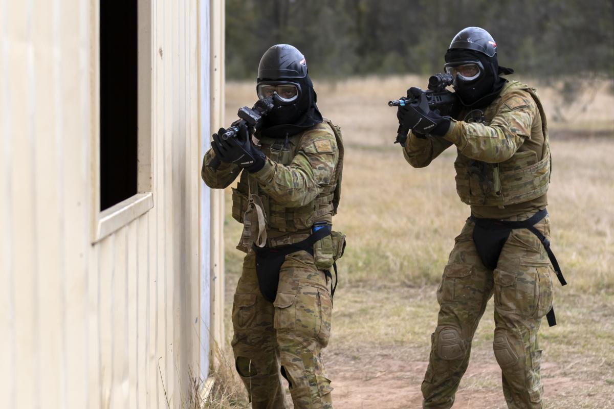 Army officers during a Blue Bolt non-lethal training ammunition serial on the infantry Regimental Officer Basic Course at the Singleton Military Area. Photo: Sergeant Ray Vance