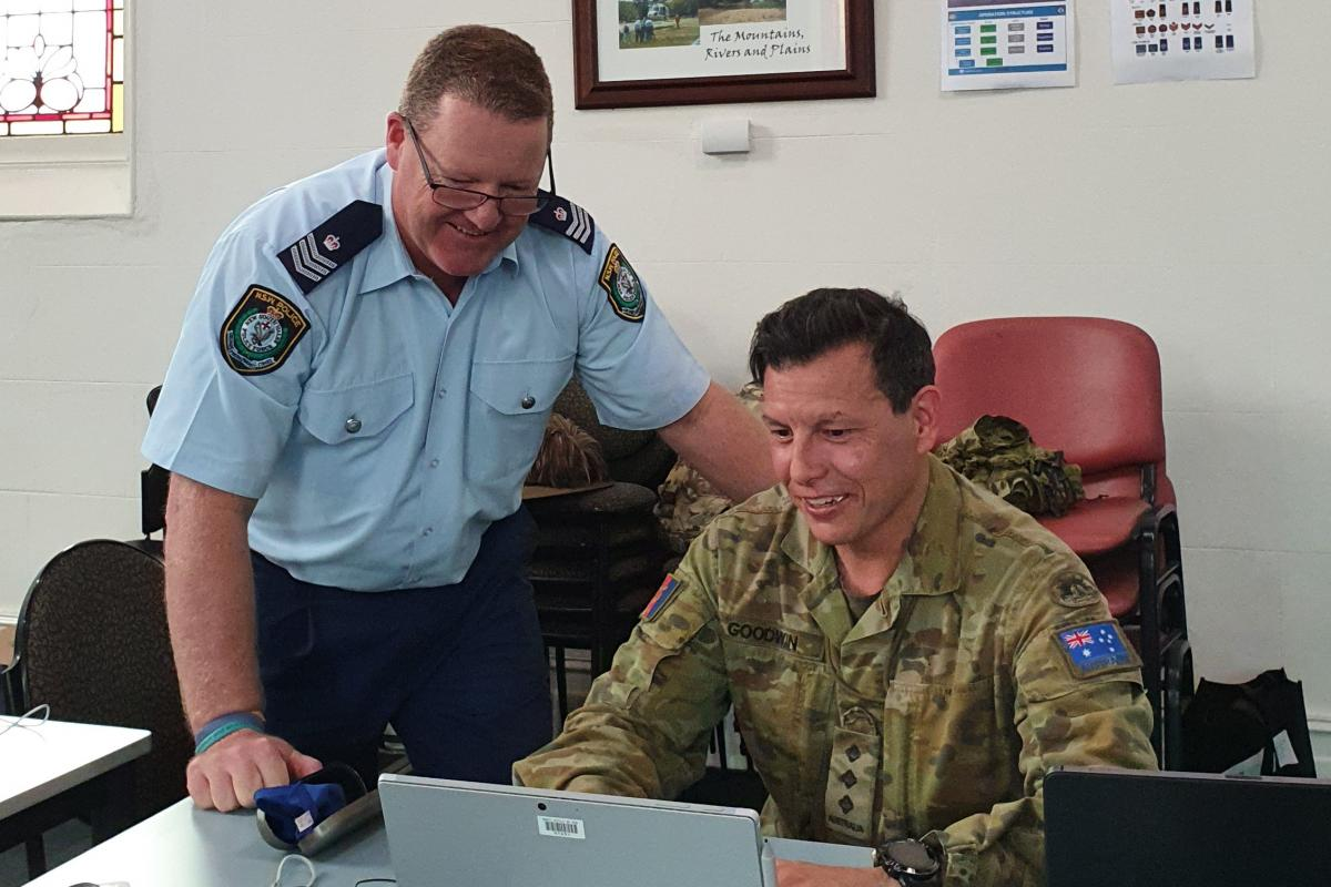 Captain Ian Goodwin with NSW Police Sergeant Jayson Heyward at Albury during Operation COVID-19 Assist.
