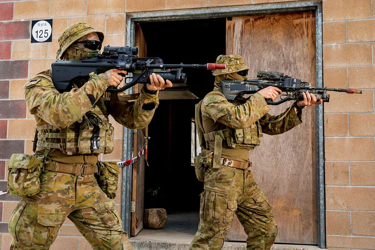 An Army soldier and Army Reserve soldier conduct urban close-combat clearances during an integration activity at Townsville Field Training Area during Exercise Talisman Sabre. Photo: Leading Aircraftwoman Emma Schwenke