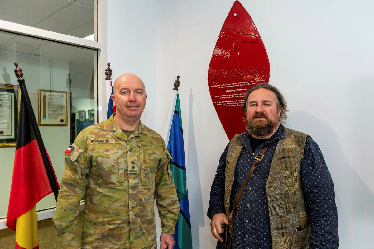 Commander of the 8th/7th Battalion, Royal Victoria Regiment, Lieutenant Colonel Shaun Richards shows Wathaurong man Barry Gilson the Wathaurong Glass shield at the battalion's headquarters. Photo: Private Michael Currie